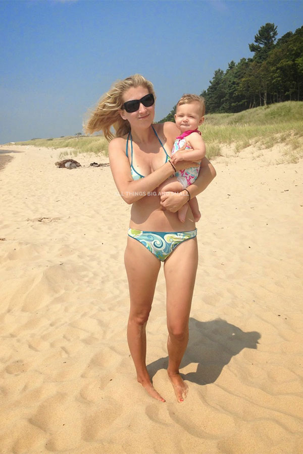 what to bring to the beach for your baby | beach checklist for kids