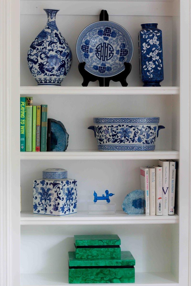 paint wood bookshelves | how to paint wood bookshelves | how to paint wood trim |Painting Wood Trim Without Sanding by popular home decor blogger DIY Decor Mom