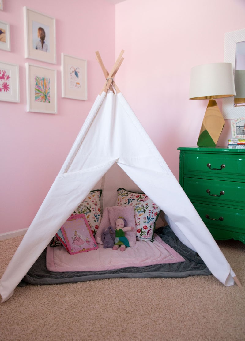 pink door nursery tour all things big and small. Black Bedroom Furniture Sets. Home Design Ideas