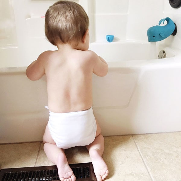 what baby items new moms need for newborns including baby bathtub