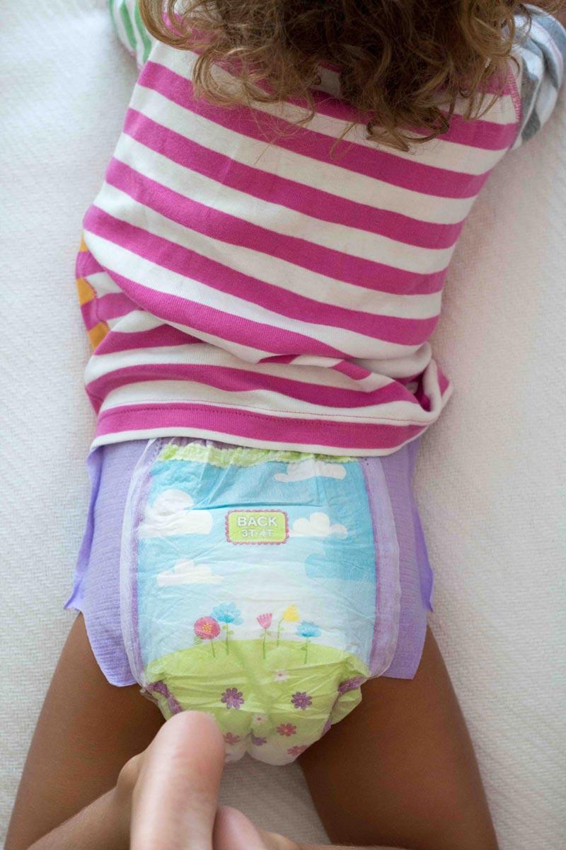 Hooter girls putting on pantyhose