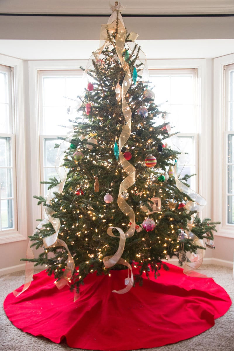 Christmas Tour | Pink Door Holiday Tour | All Things Big and Small - Christmas Tree Decorating Like a Pro by popular home decor blogger DIY Decor Mom
