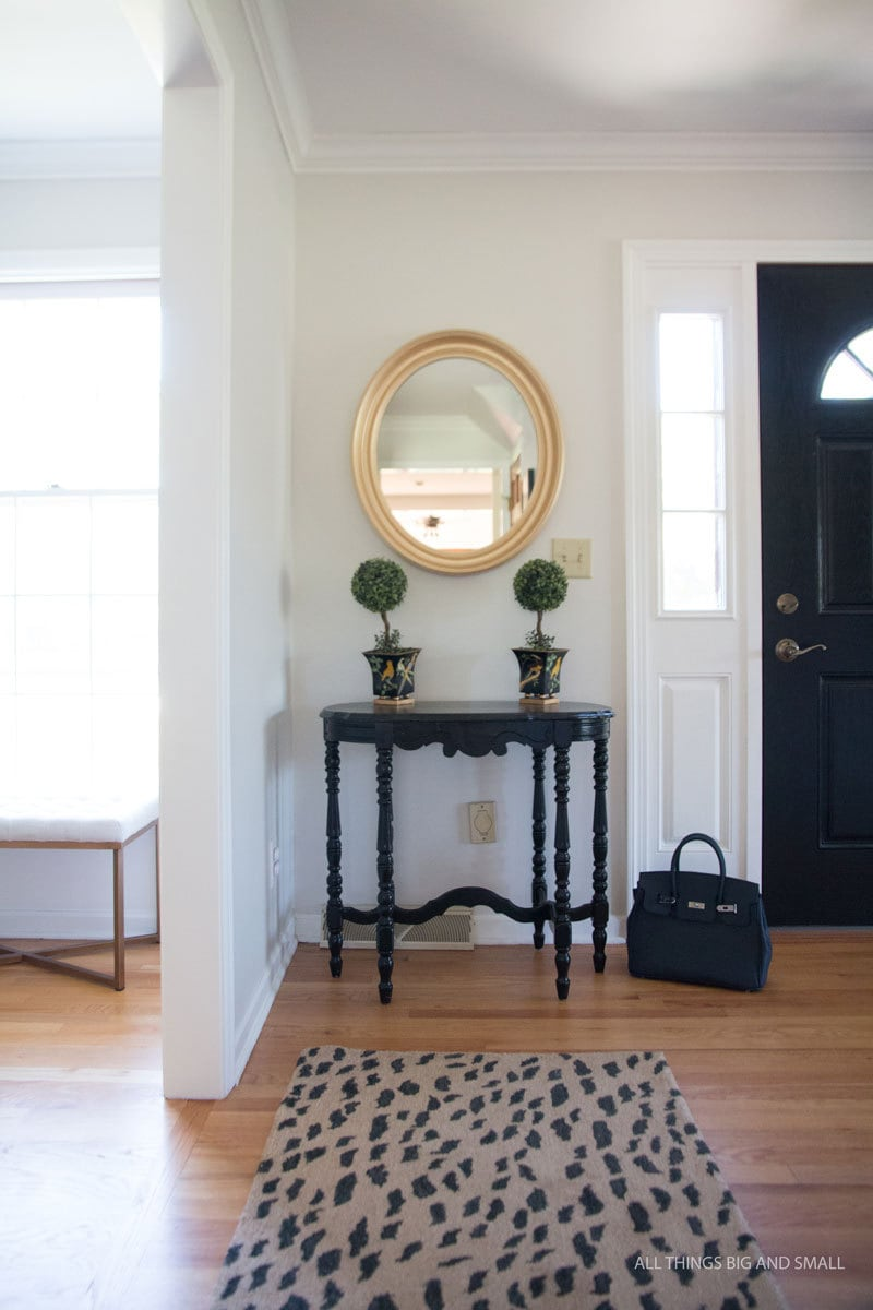 Benjamin Moore Classic Gray entryway - the best gray paint colors for your home