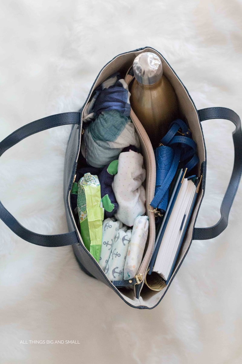 THe BEST! Diaper bag for moms of three kids--preschool mom, toddler mom, and newborn