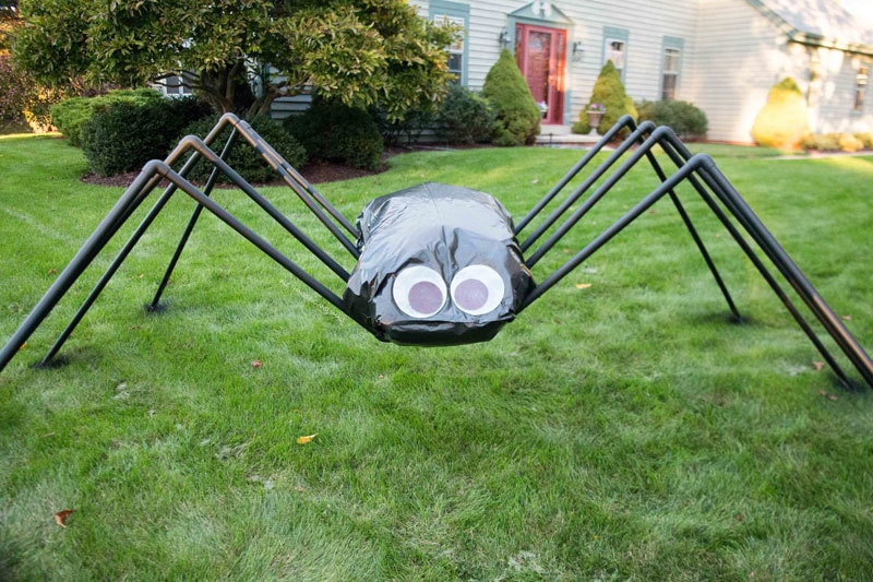 Giant Spider Decoration:  EASY Halloween Decoration Kids Will Love