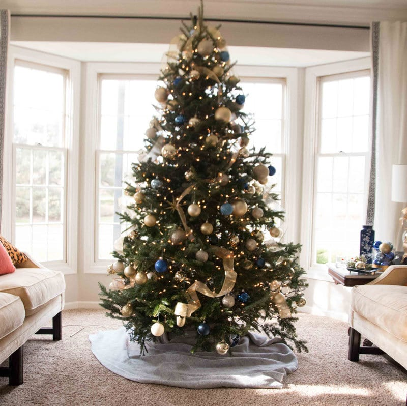 Christmas Tree Decorating Like a Pro by popular home decor blogger DIY Decor Mom