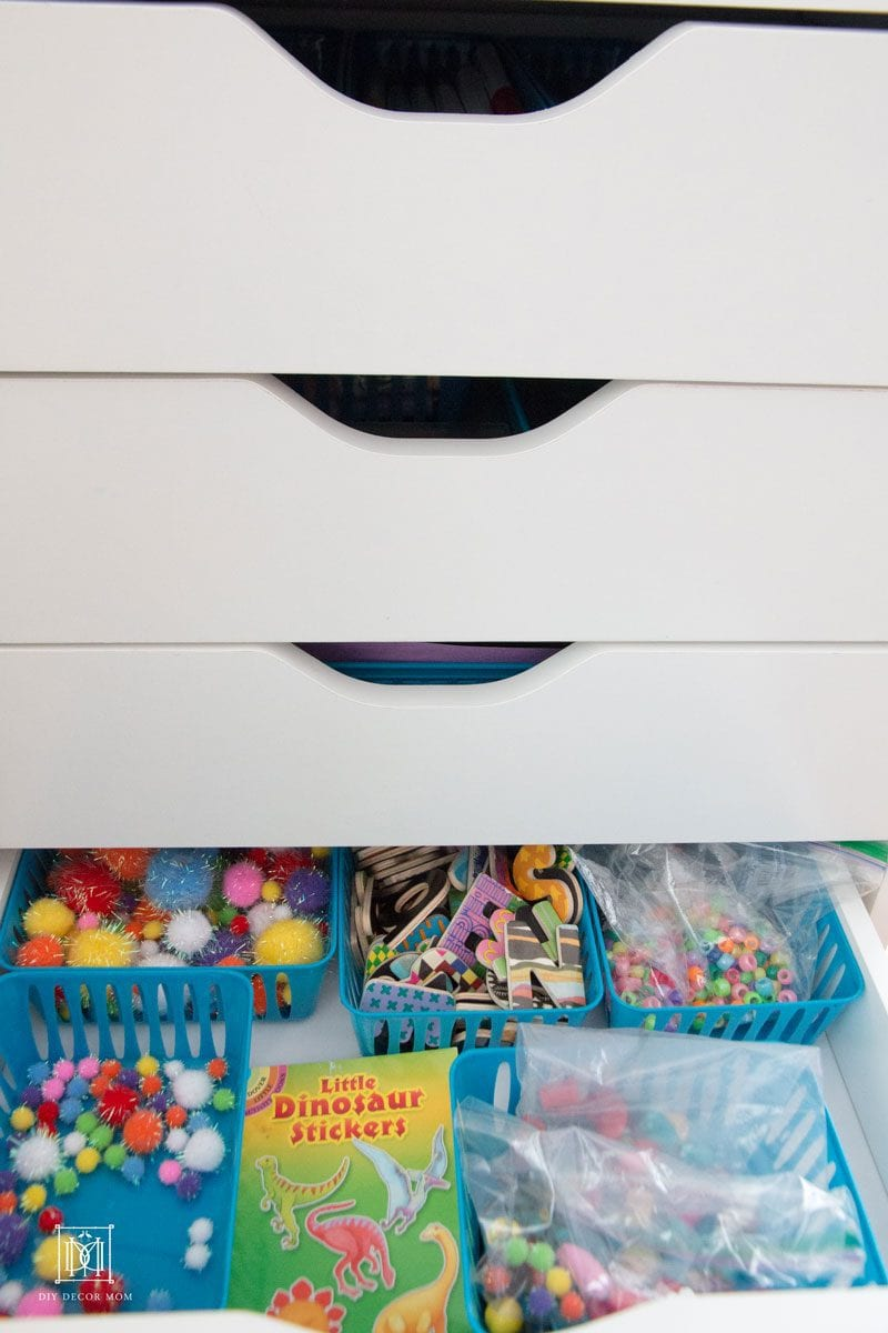 how to finally organize your kids art supplies! These kids art storage tips were perfectly for busy moms! More tips by home decor blogger DIY Decor Mom