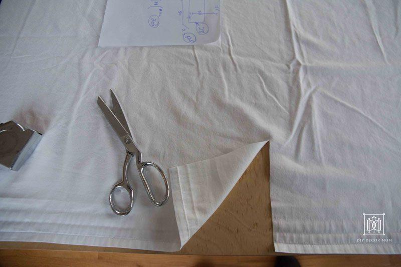 flat sheet for crib bed skirt | DIY crib skirt pattern | DIY Decor Mom
