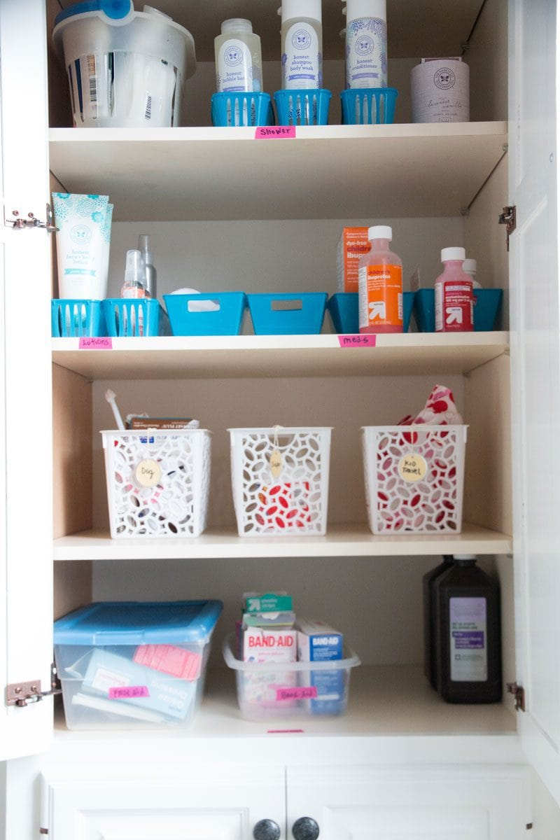 Love this bathroom organization--DIY DECOR MOM shares her best home organization tips for busy moms - Home Organization Tips for REAL Moms by popular home decor blogger DIY Decor Mom