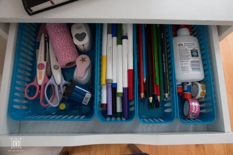 art supply drawers to organize kids art supplies! This kids art supply storage is the best! More home decor tips by DIY Decor Mom