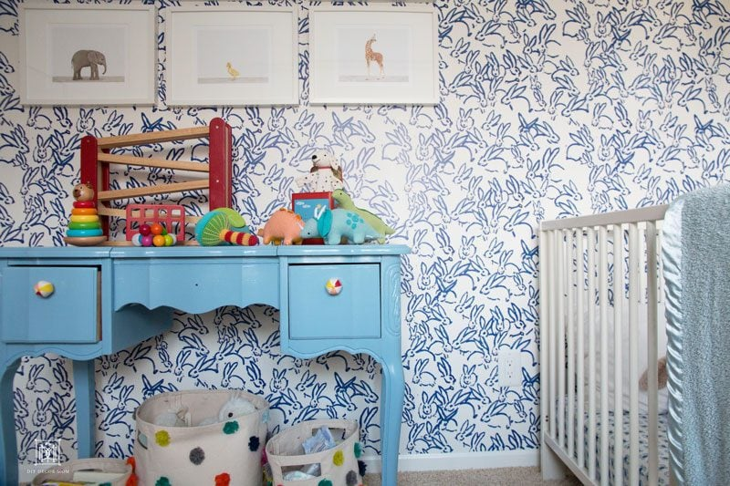 blue and white wallpaper- how to hang wallpaper