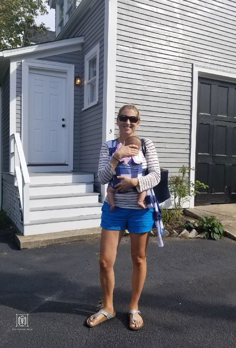 mom babywearing- top tips for traveling with baby