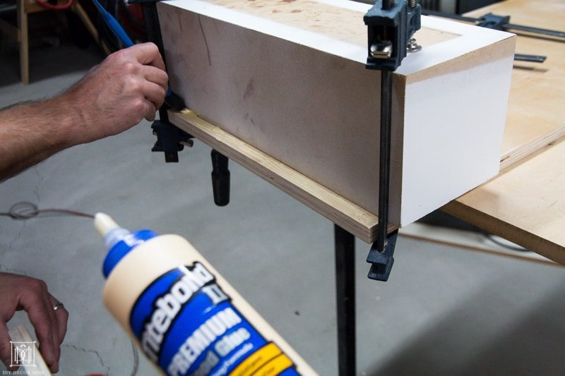 how to make a diy console table- gluing plywood together
