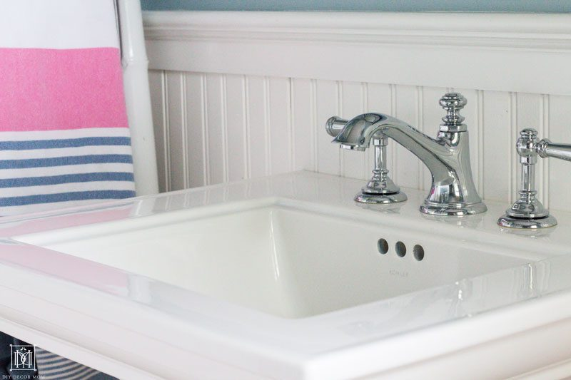 how to make a small bathroom seem larger with a pedestal sink