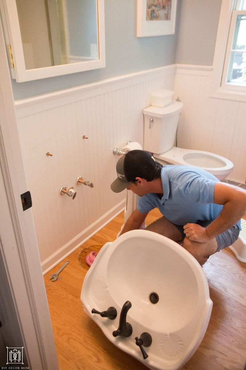 replace old pedestal sink for small bathroom to look bigger
