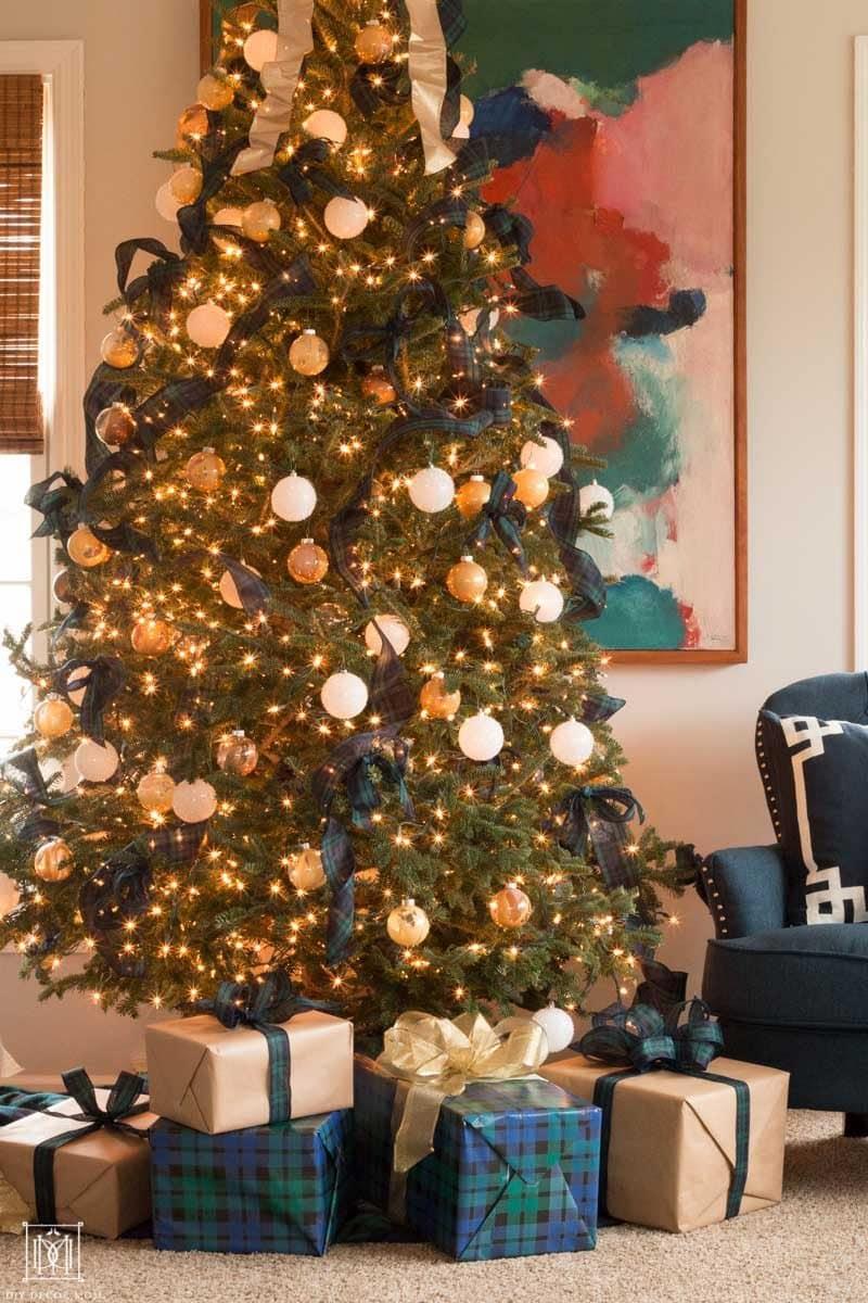 plaid christmas tree decor