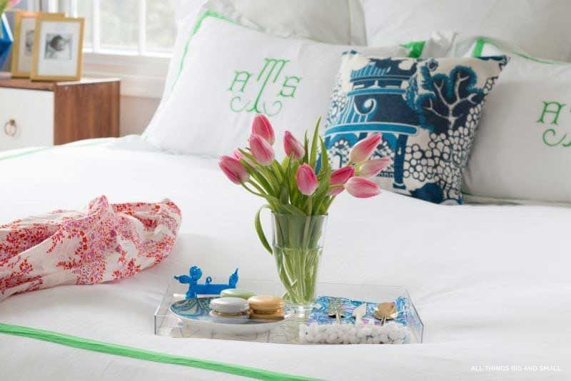 picture of beautiful master bedroom bedding- how to make your bedroom look nice