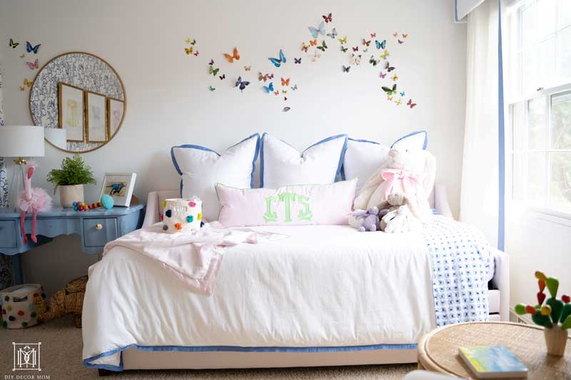 baby girl room decor ideas- pink daybed with white and blue bedding