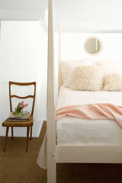 BM-OC-65-white-bedroom-with-sisal-rug-and-blush-bedding