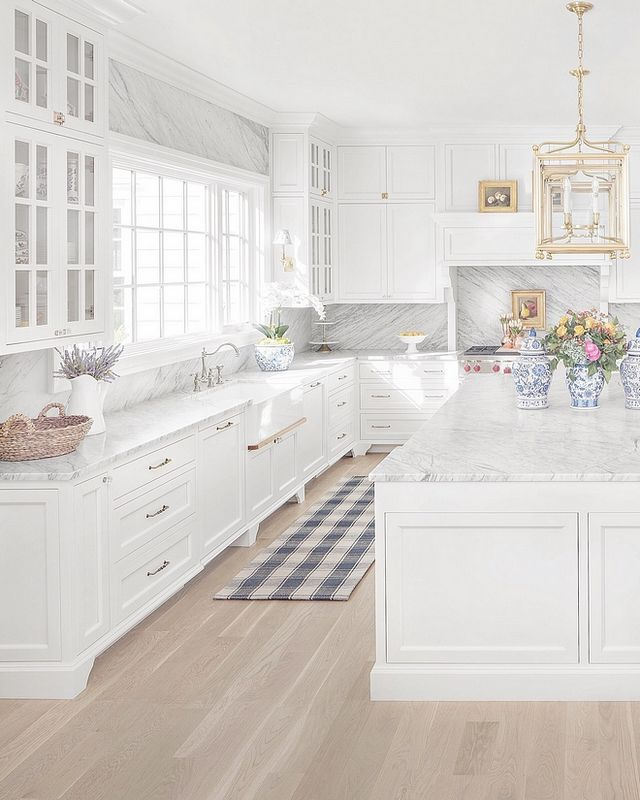 Benjamin Moore Simply White kitchen cabinets design by The Fox Group