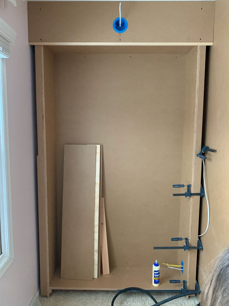 how to attach top of face frame for built-in bookcase