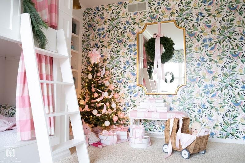 christmas decorations in girls bunk bedroom