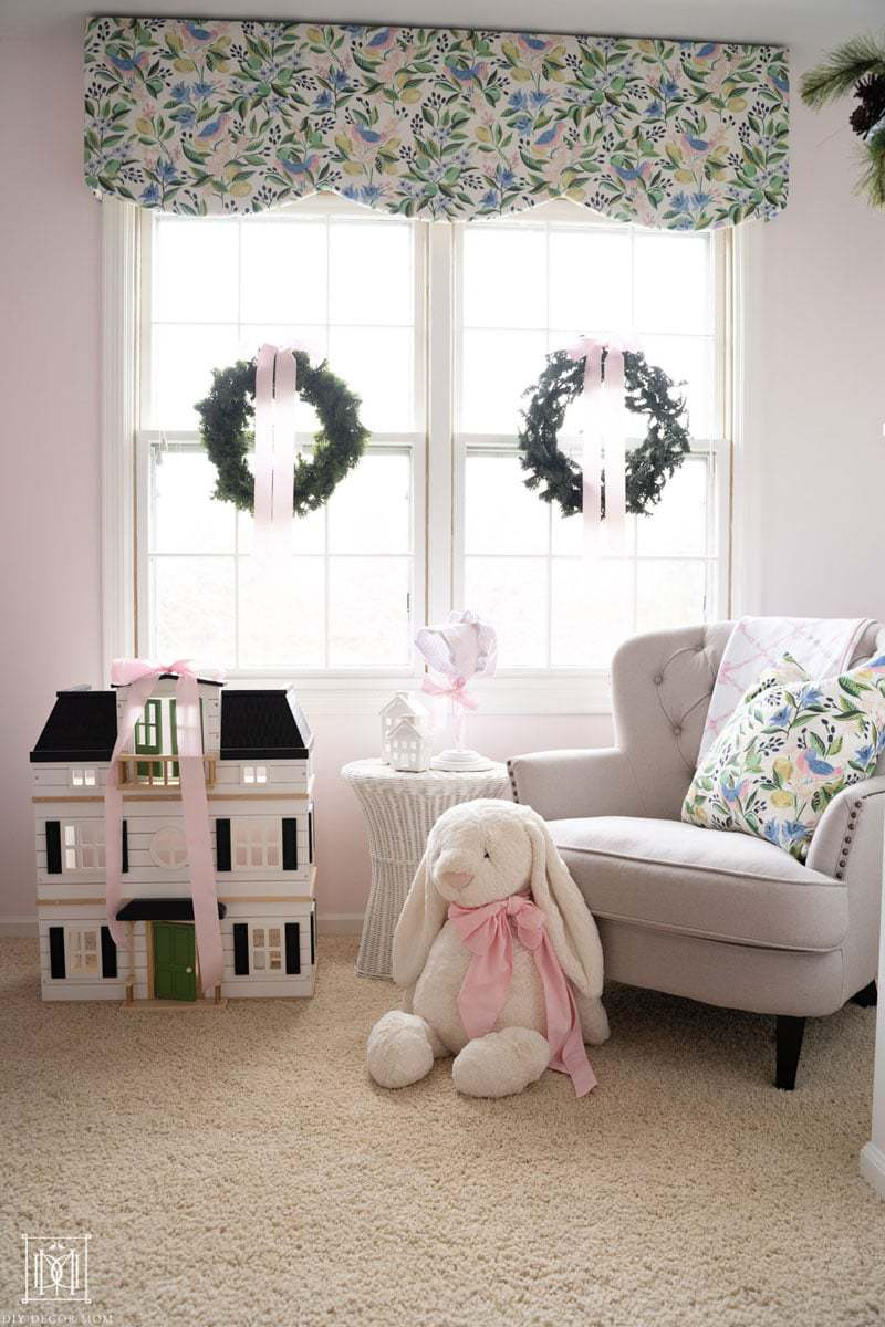girls bedroom decorated for christmas
