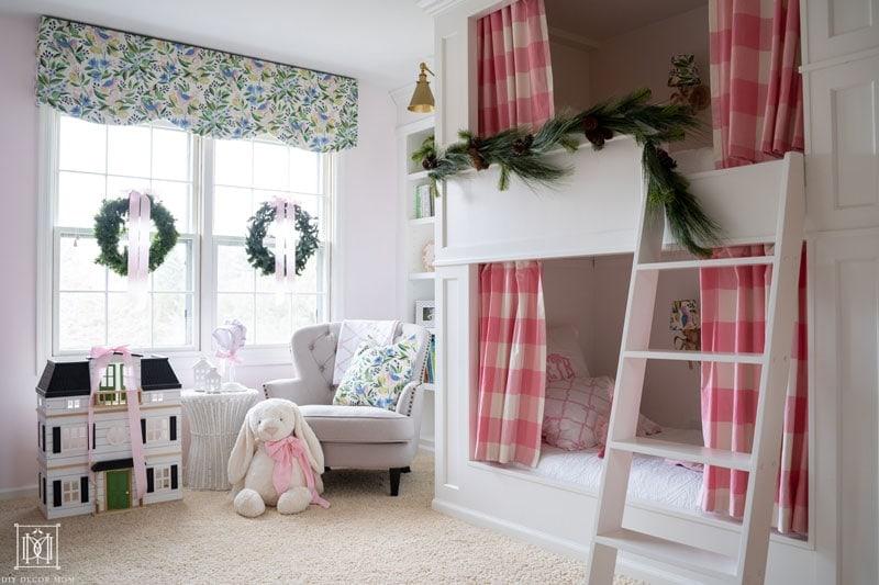 girls bunk room christmas decor