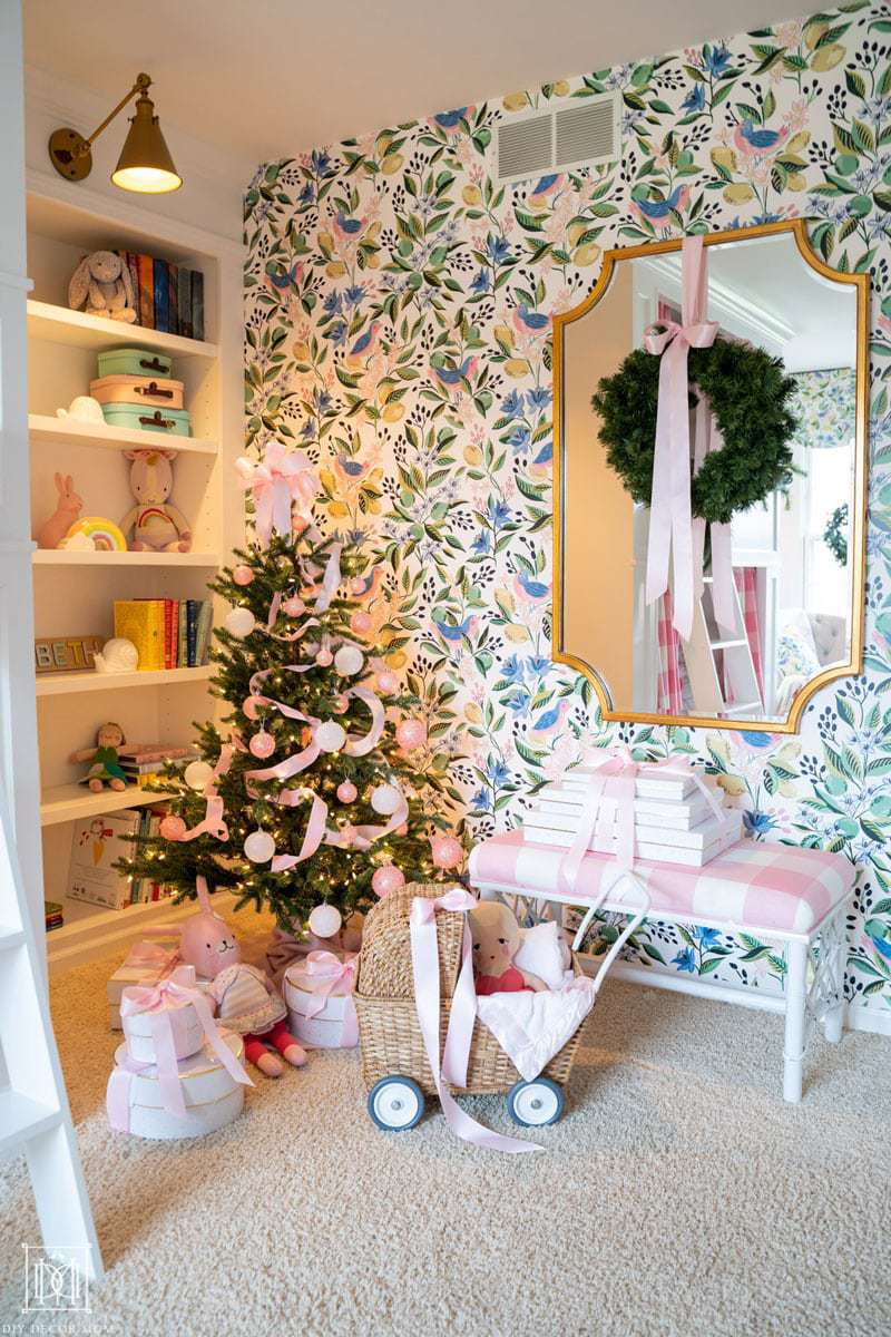 wallpaper in girls bunk room with christmas tree