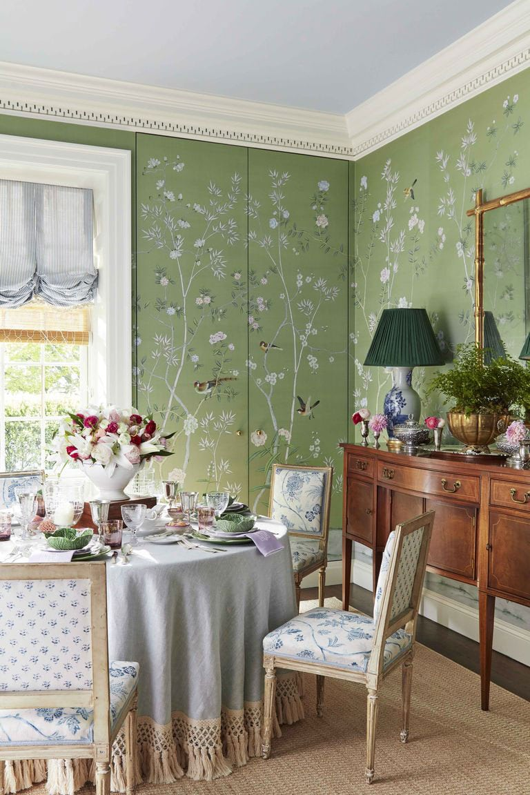 caroline gidiere chinoiserie dining room with curtains